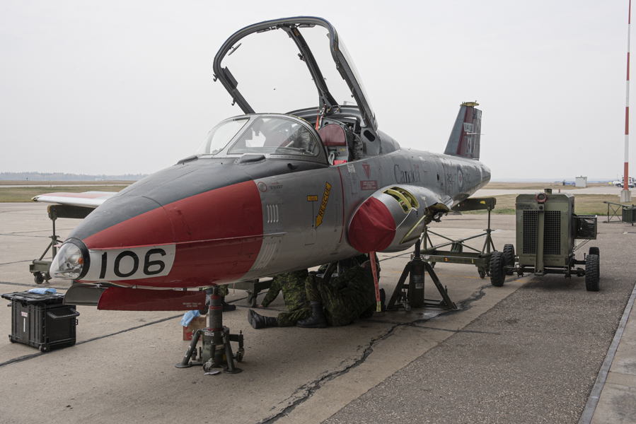 Last 4 Wing Tutor off to join Snowbirds